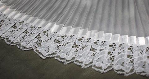 Volados plisado recto de 1 centimetro.